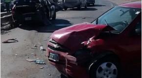 Se le voló un colchón del techo del auto y provocó un choque en cadena