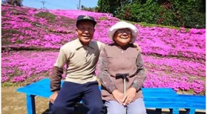 El hombre que plantó miles de flores para que las oliera su esposa ciega