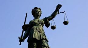El humanitario gesto de un juez a una mujer con discapacidad