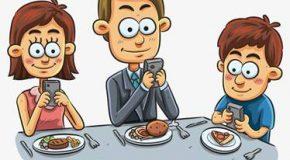 El celular en la mesa
